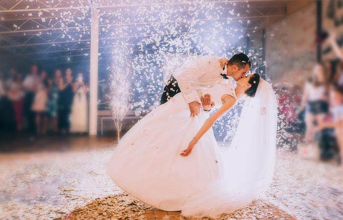 Tiết mục mở màn đặc biệt của cô dâu chú rể